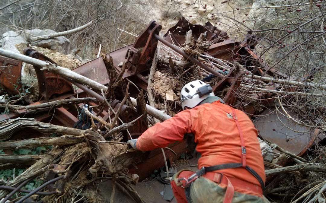 Un grupo de espeleólogos extraerá este sábado un camión que lleva más de 40 años en el río Aguas Vivas