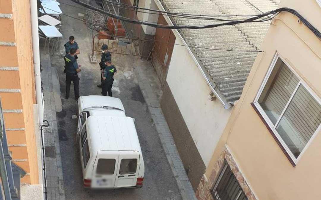 La Guardia Civil encuentra en Andorra la furgoneta blanca en la que viajaba en Rambo de Requena./ L.C.