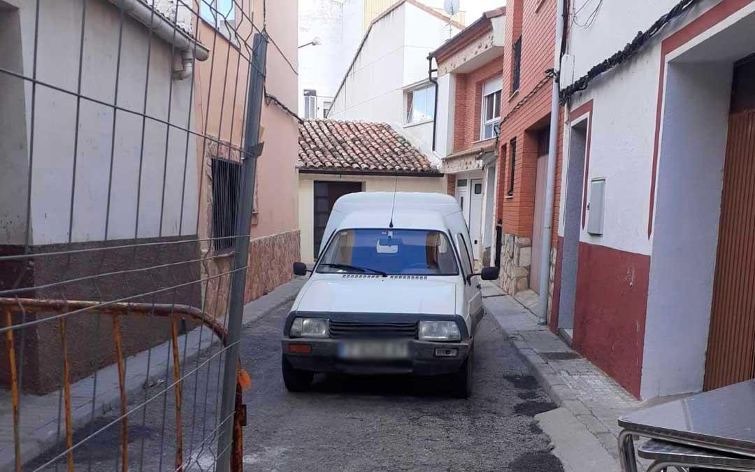 La furgoneta Citröen C15 blanca robada en la que se desplazaba el Rambo de Requena./ L.C.