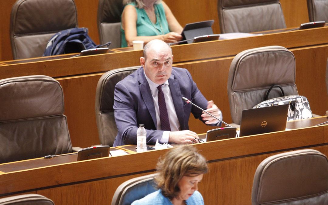Juan Carlos Gracia Suso durante el pleno de control al Ejecutivo./LA COMARCA