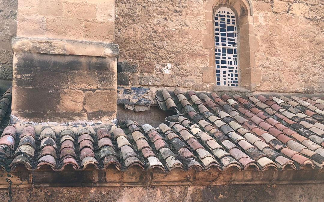 Agujero en el techo de la Iglesia de Andorra./D.J. Rojas