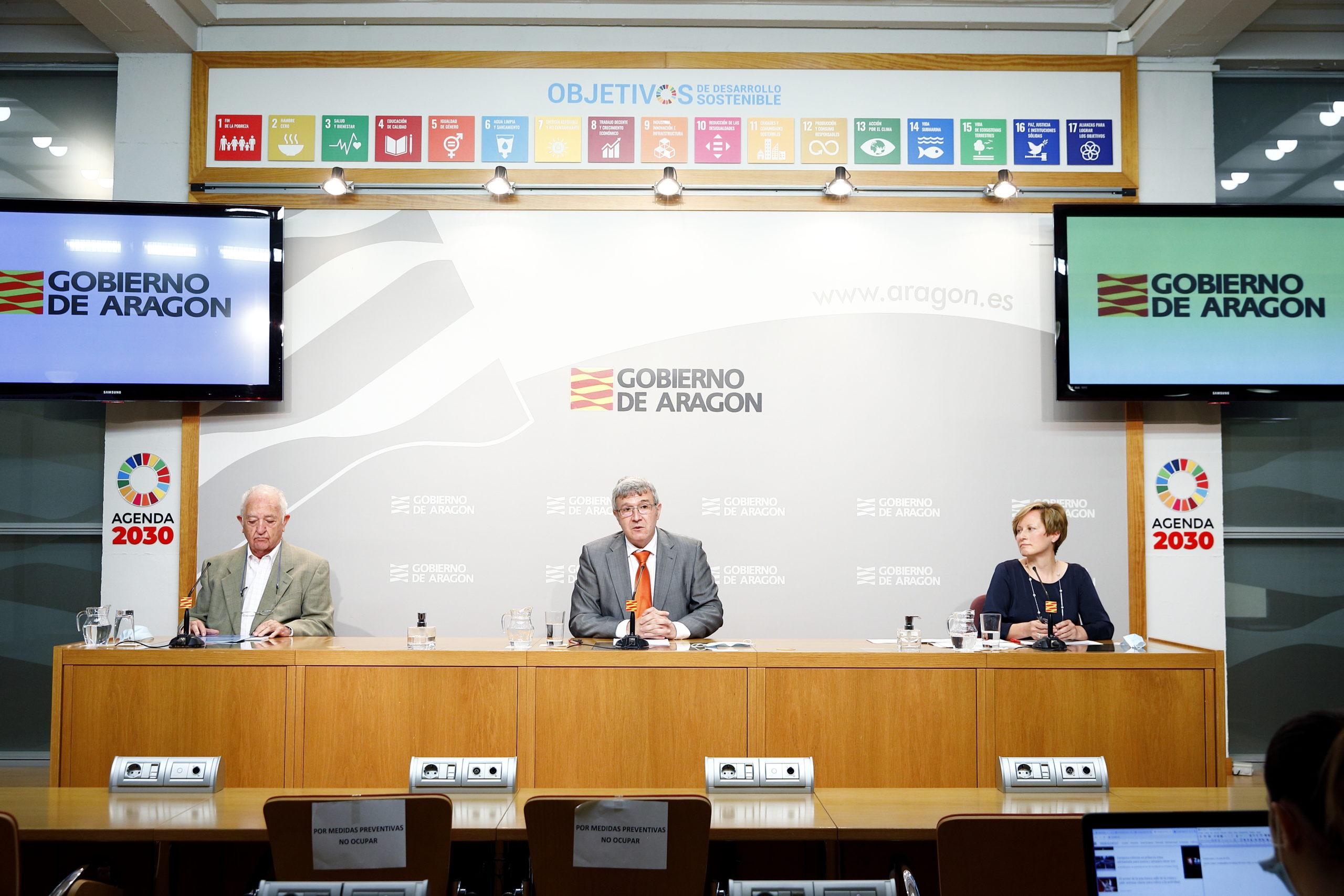 El director gerente del Instituto Aragonés de Servicios Sociales (IASS), Joaquin Santos, presenta el balance del primer año de vida del Teléfono del Mayor./ DGA-Luis Correas