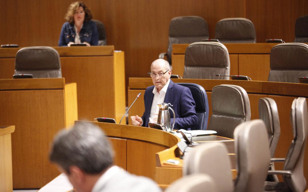 El director general de Administración Local, José Ramón Ibáñez. / Cortes de Aragón