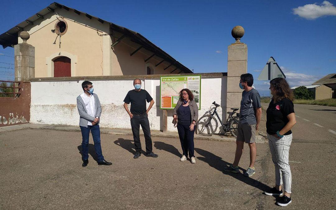 Acto de presentación de la proposición de IU en el KM 0 de la Val de Zafán en La Puebla de Híjar. / IU