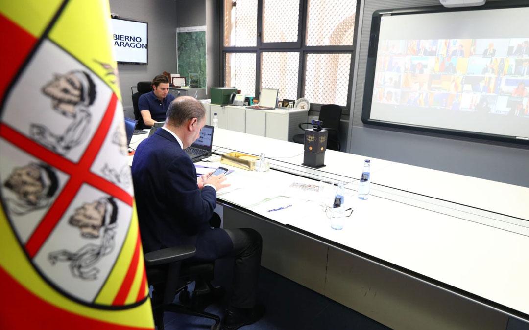 El presidente de Aragón, en la conferencia de presidentes sobre el covid-19 y la desescalada. / DGA
