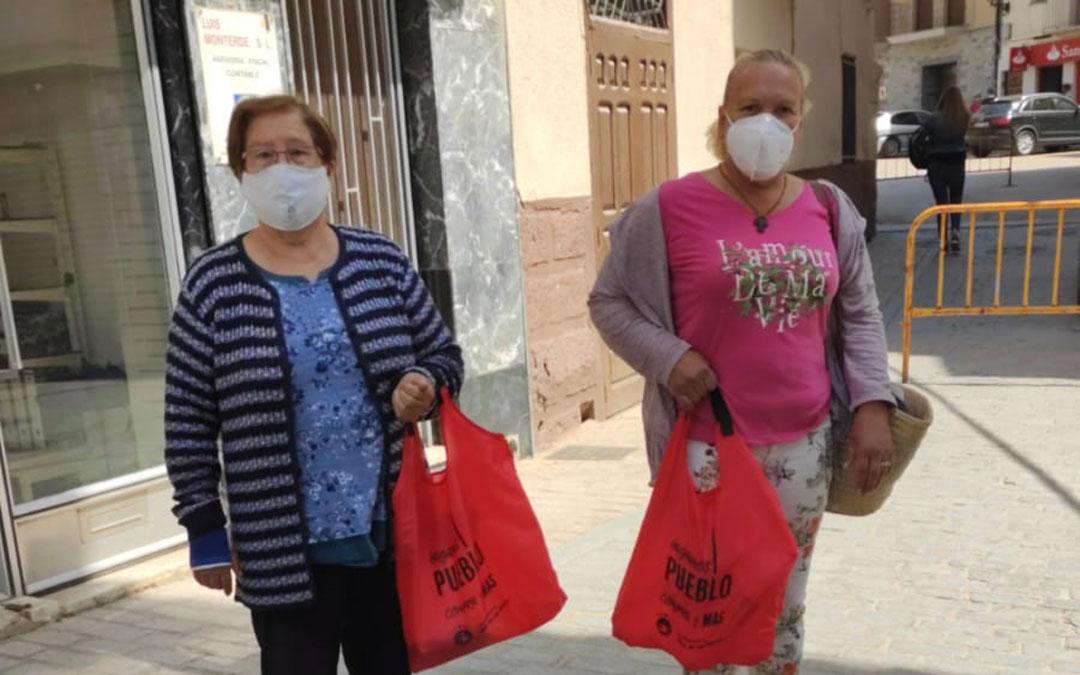 Masinas y masinos ya han hecho las primeras compras en la campaña 'Hagamos pueblo, compra en el Mas'. / Ayto. Mas Matas