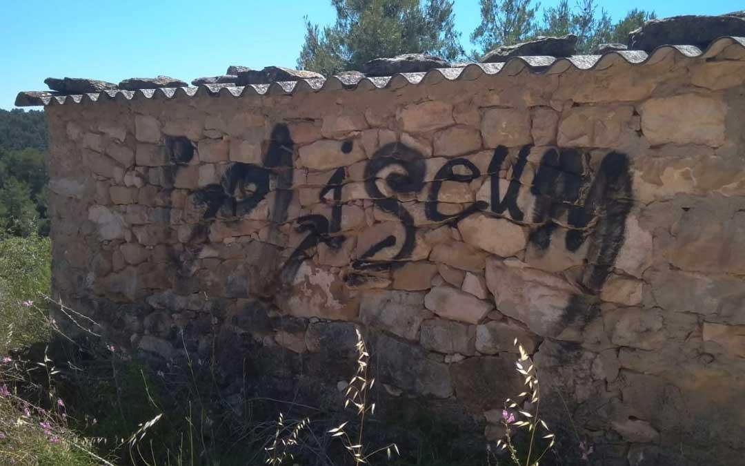 Pintadas en un cobertizo de piedra junto a El Salt de La Portellada