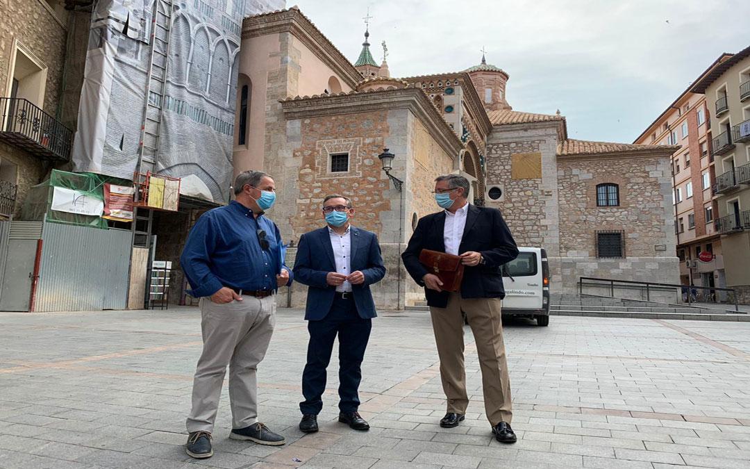 Joaquin Juste junto a sus compañeros de partido este martes en Teruel./LA COMARCA