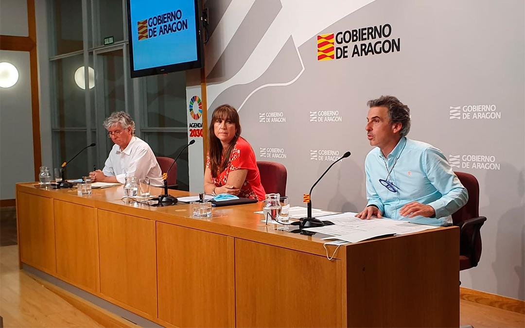 La consejera de Sanidad, Sira Repollés, junto al director general de Salud Pública, Francisco Javier Falo, y el gerente del SALUD, Javier Marión./ DGA