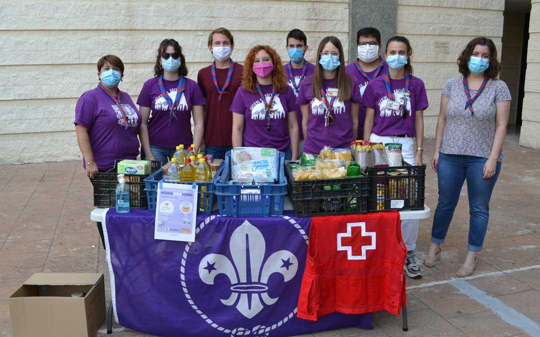 Voluntarios scouts de Alcañiz que han participado en la recogida de alimentos