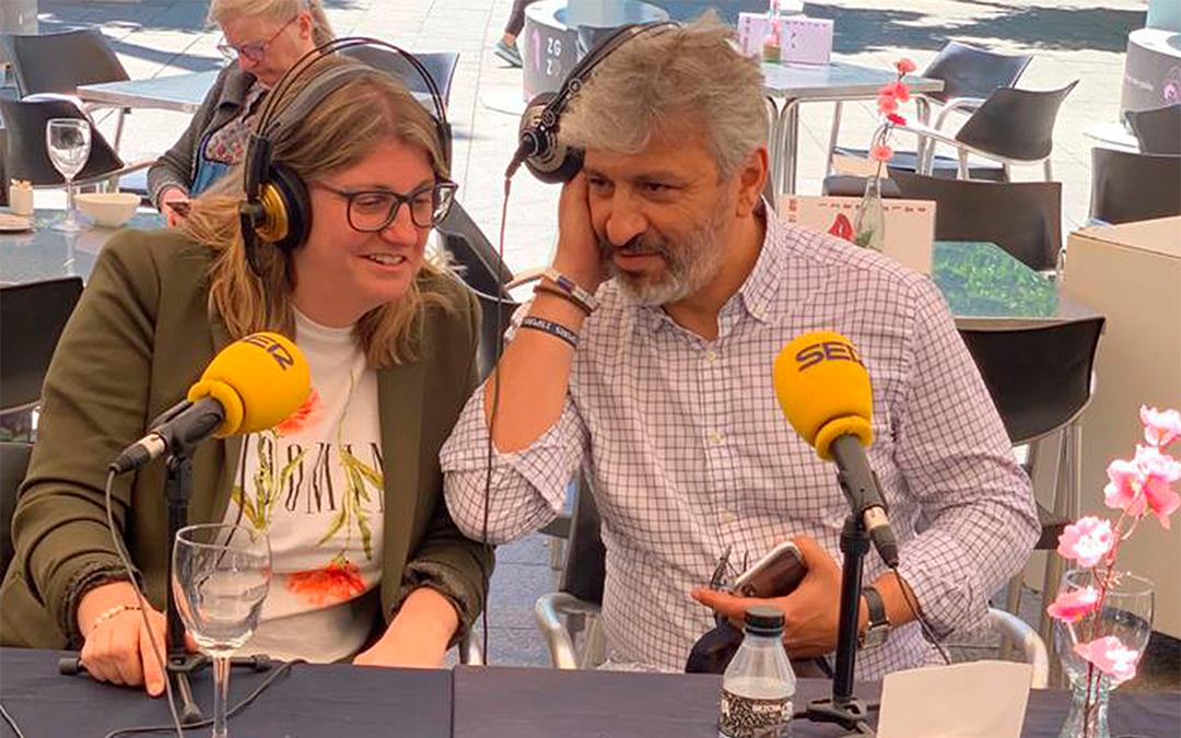 Imágenes de Susana Mene y Nayim en Zaragoza, cuando empezaron a plantear el 'clinic' de este verano./ Ayto. de Alcañiz