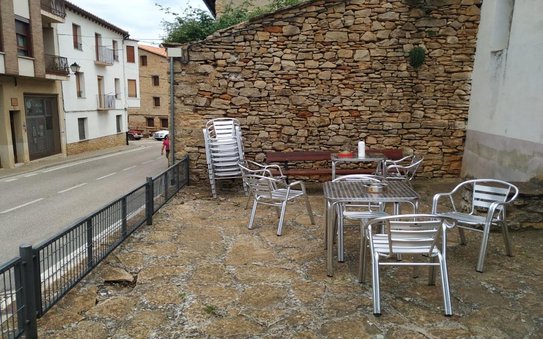 Una terraza en la Iglesuela del Cid./LA COMARCA