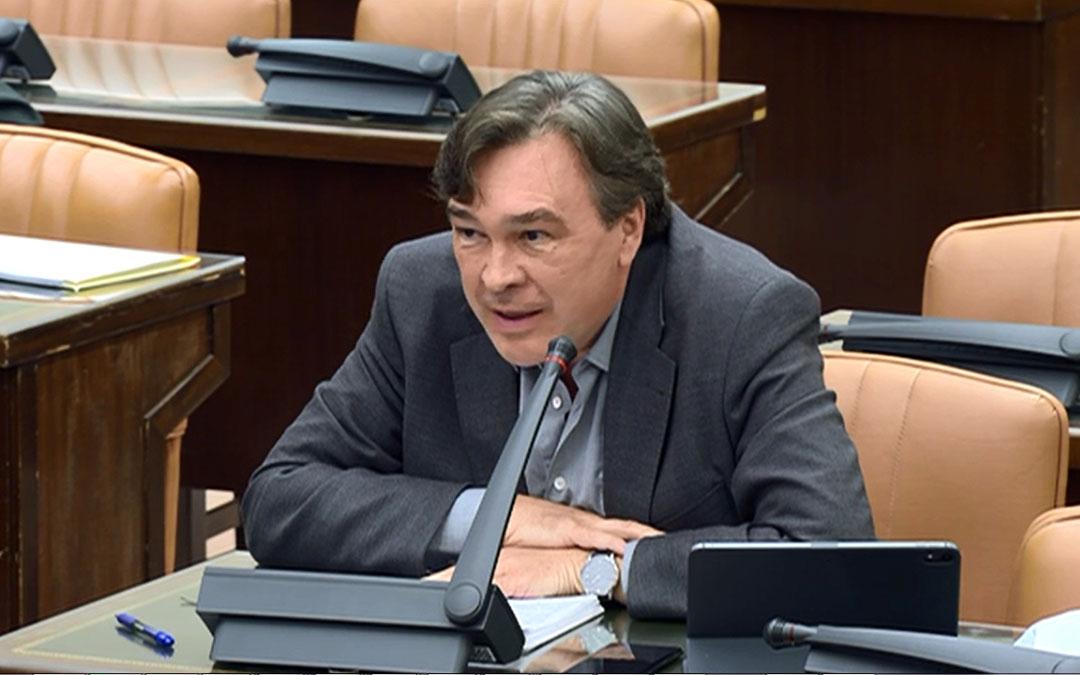 El diputado de Teruel Existe, Tomás Guitarte, en las comisiones.