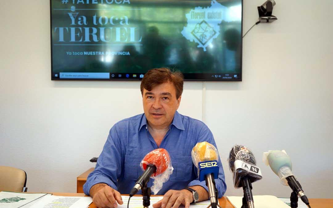 El diputado Tomás Guitarte, en rueda de prensa en Teruel / TE