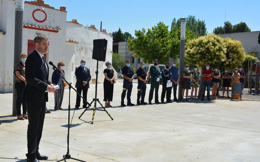 El alcalde de Alcañiz, Ignacio Urquizu, dirigiéndose a los presentes durante el homenaje./I.M
