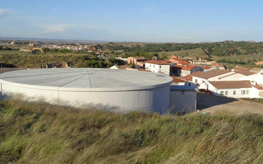 El nuevo depósito de agua ya terminado. / Toño Martín-Blog: Valdecara