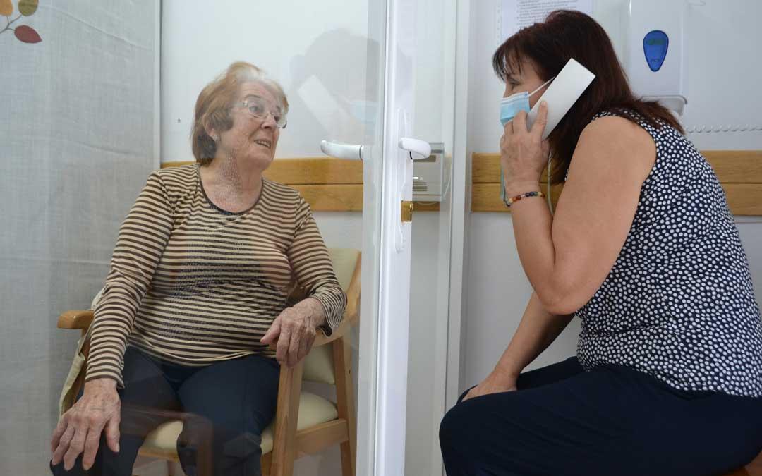 Visita a una residente de la Residencia Alcañiz el domingo por la mañana