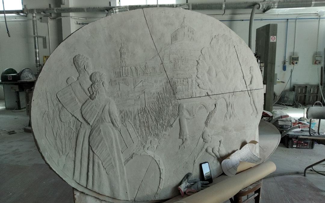 El modelo a reproducir con los tambores, la iglesia, el castillo, el río y el olivo en tres tercios. / B. Severino