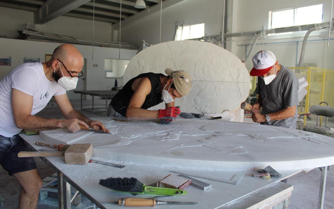 El arte en alabastro resurge en Albalate a seis manos