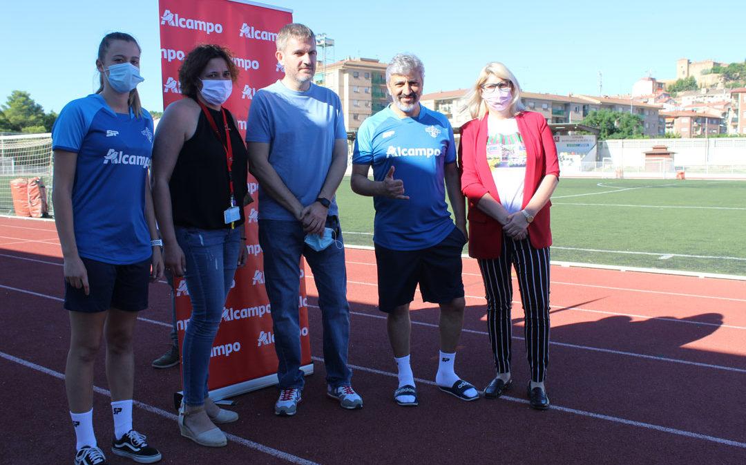 60 niños y niñas han disfrutado del clínic de fútbol de Nayim en Alcañiz este fin de semana