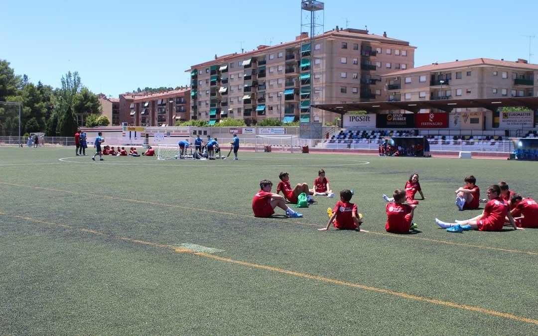 Momento del clinic del Team Nayim en Alcañiz. / B. Severino