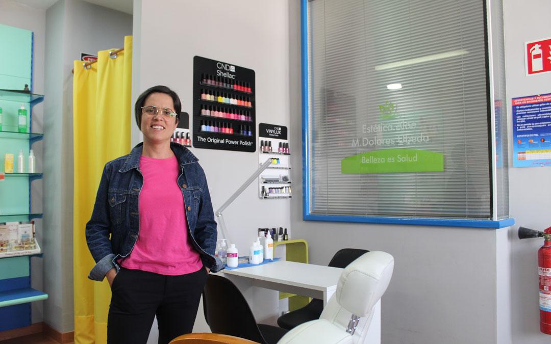 Úbeda, en el negocio que abrió hace 15 años en su pueblo. / B. Severino