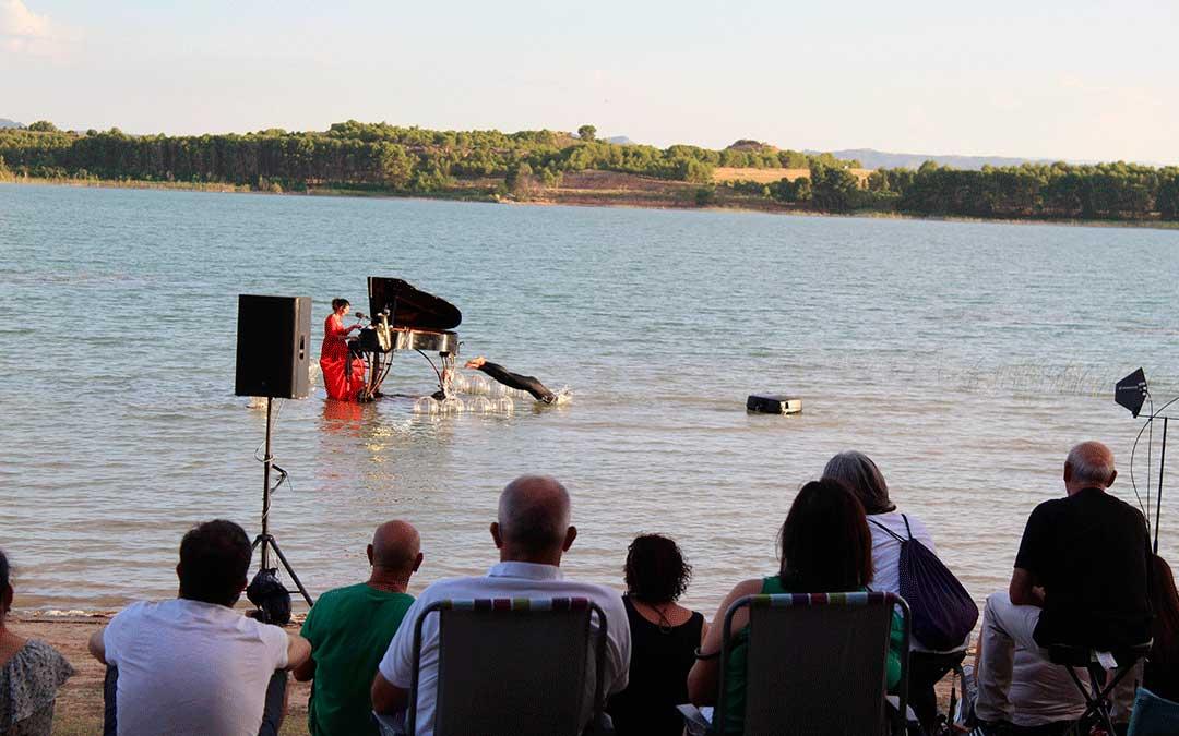 Concierto flotante de Le Piano du lac en La Estanca de Alcañiz