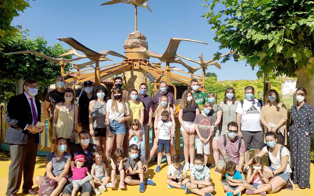 Dinópolis inaugura sus dos nuevas atracciones: 'Torresaurio' y 'Dinobici'./ Dinópolis