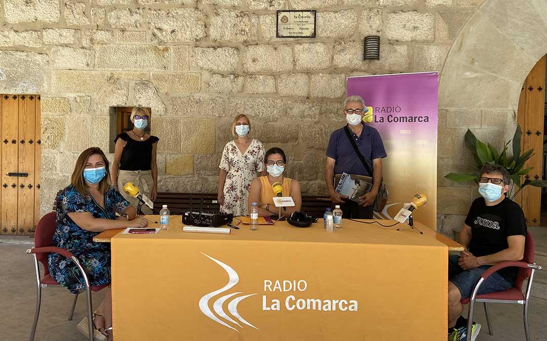 Invitados al programa especial de Radio La Comarca emitido desde el Ayuntamiento de Mas de las Matas./ L.C.