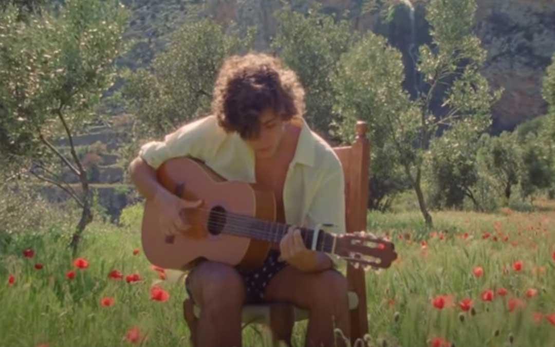 Fotograma del videoclip de 'Guantanamera', de Guitarricadelafuente./ L.C.