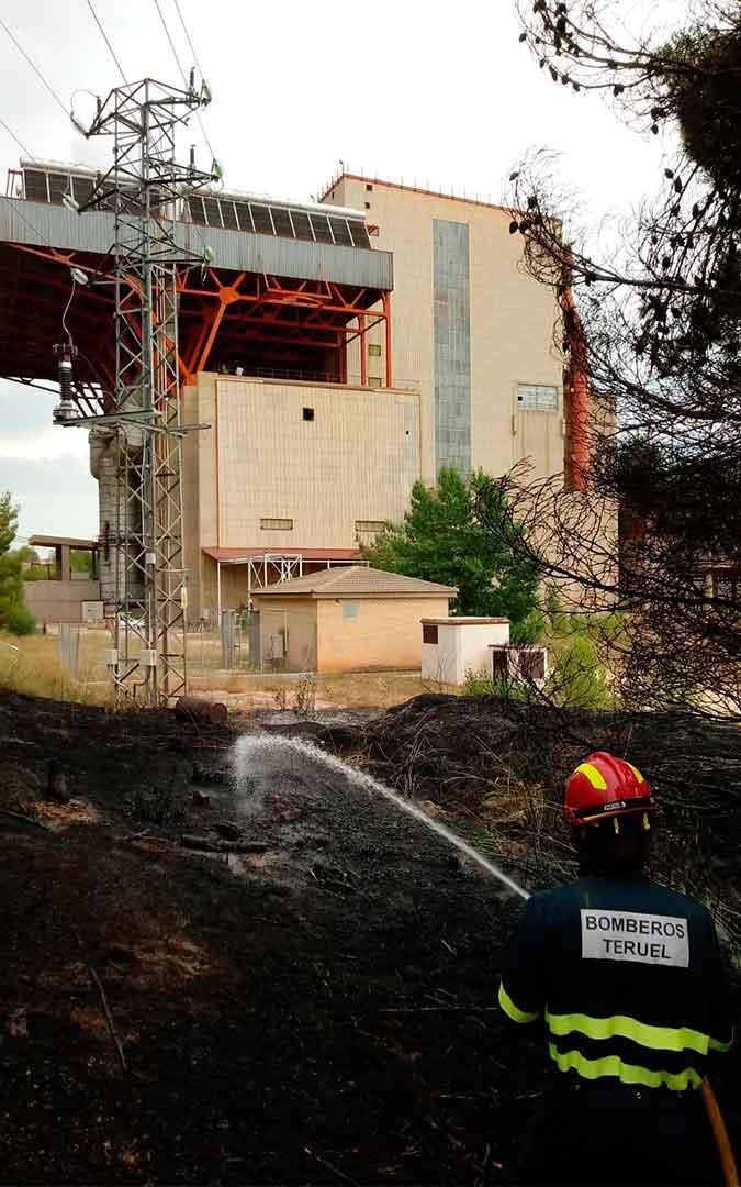 Incendio en los alrededores de la central de Escucha./ Bomberos de la DPT