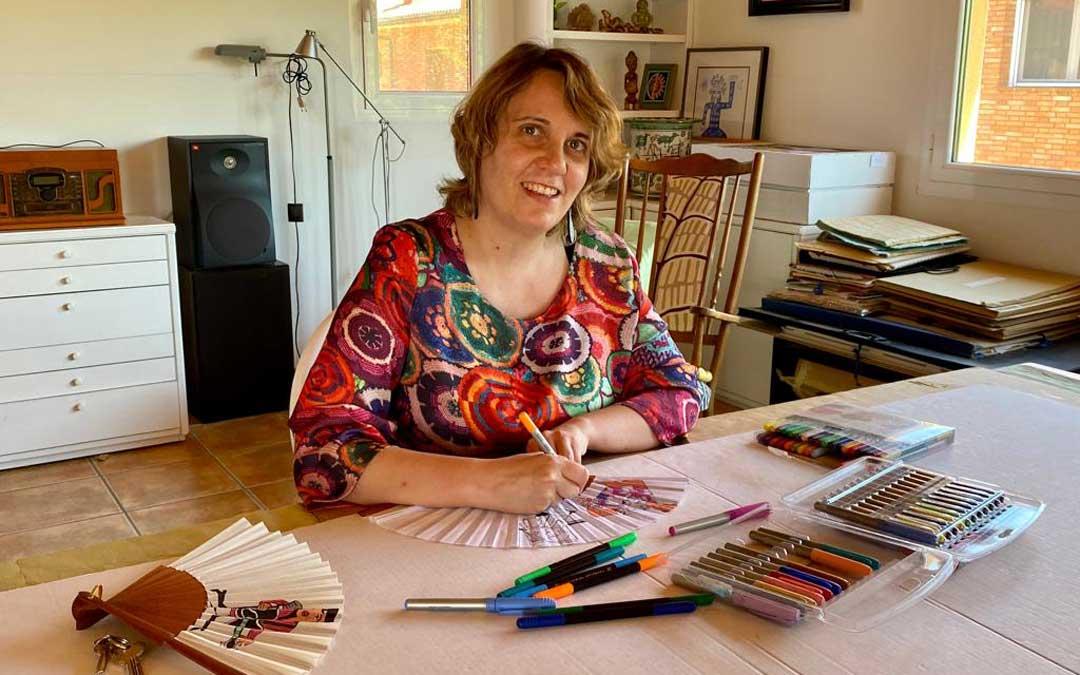María Peguero en su estudio de Andorra. / Archivo personal