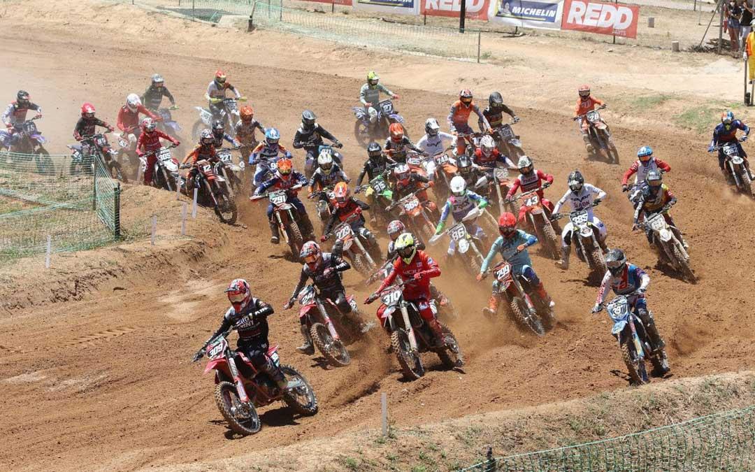 Pilotos en el circuito de Motocross durante este sábado./ Lluís Llurba