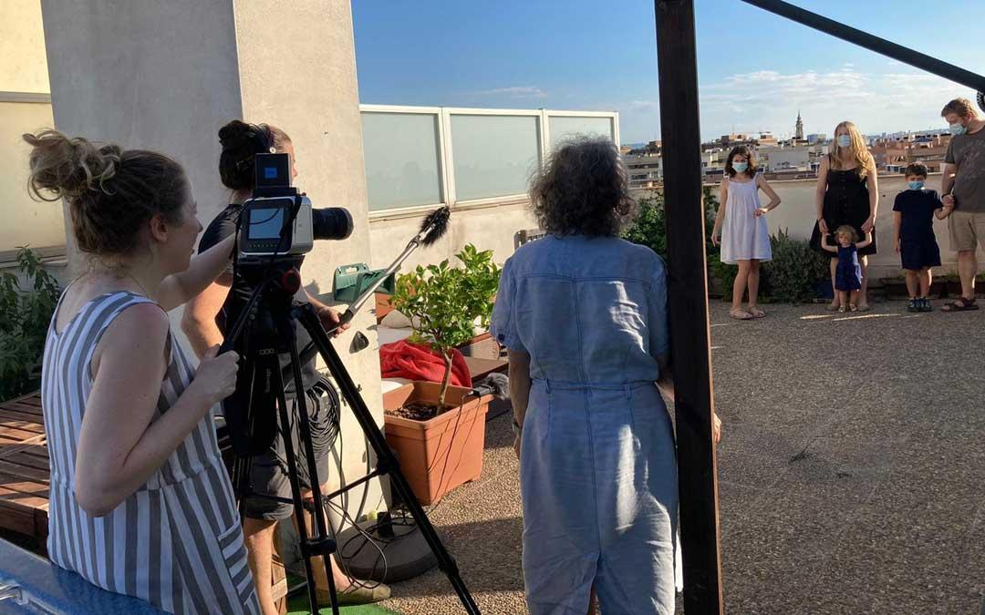 Rodaje de Pilar Palomero para este proyecto de Aragón TV sobre cómo afecta la crisis sanitaria a la sociedad aragonesa.