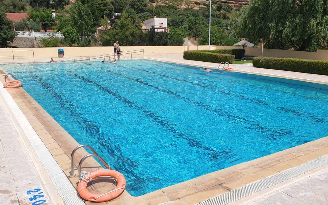 Primer día de la piscina de Alcorisa / Ayuntamiento