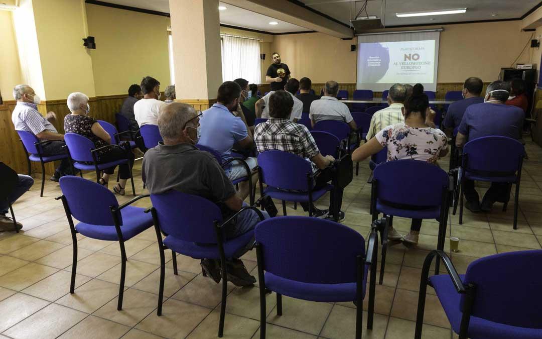 Primera reunión física de la plataforma en Cantavieja el sábado