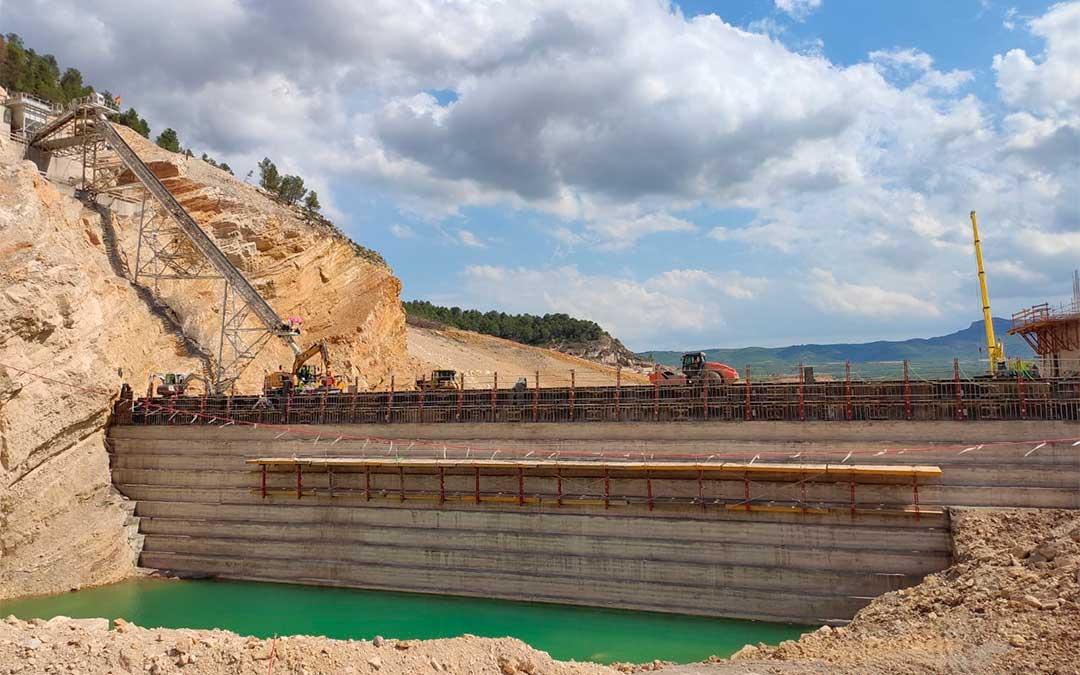 Construcción de la nueva presa del embalse de Santolea./ Ministerio para la Transición Ecológica