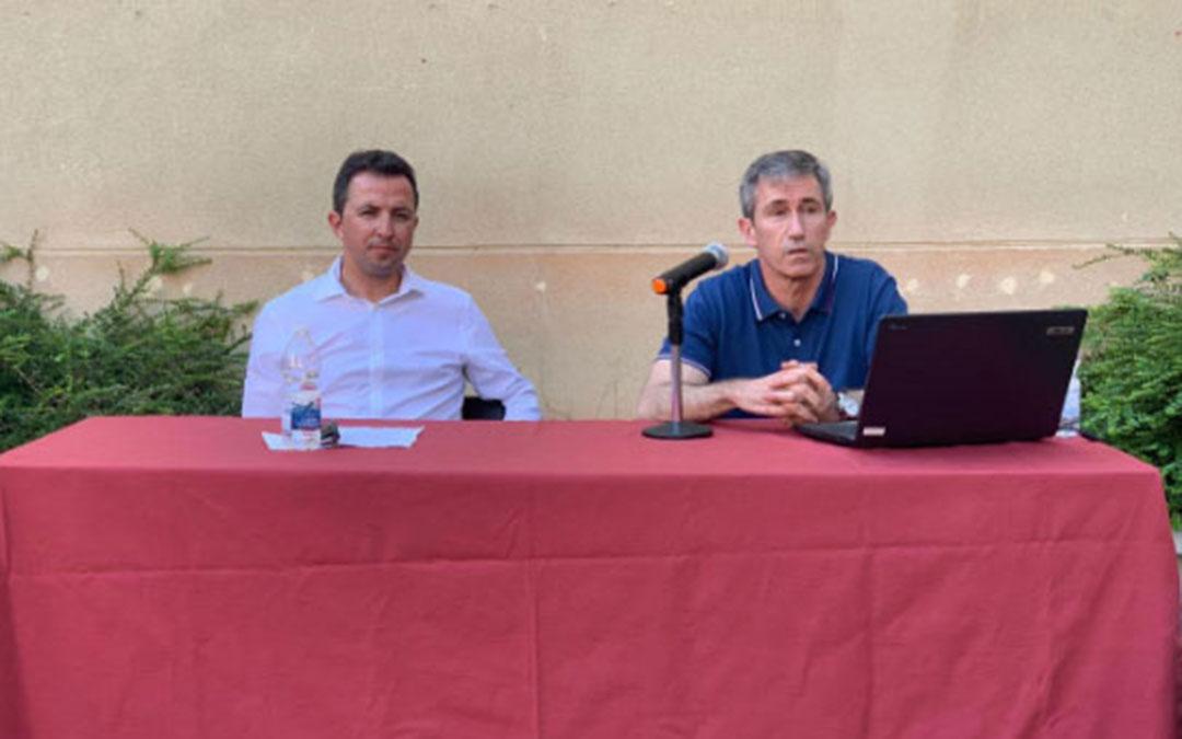 Presentación del libro el pasado sábado en el Centro Buñuel Calanda, en un acto presidido por Alberto Herrero, alcalde de Calanda./La Comarca