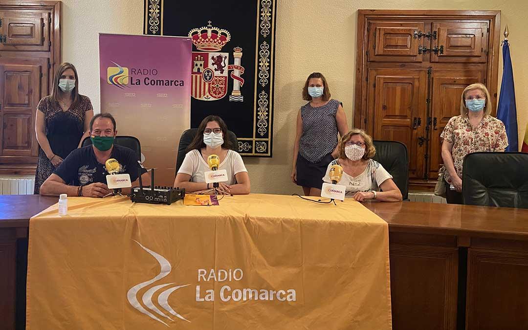 Invitados al programa especial emitido desde el Ayuntamiento de Castellote./ L.C.