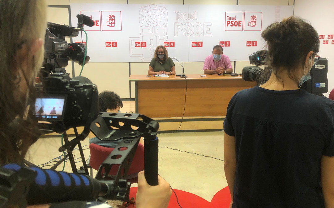 Mayte Pérez y Herminio Sancho en rueda de prensa. / PSOE