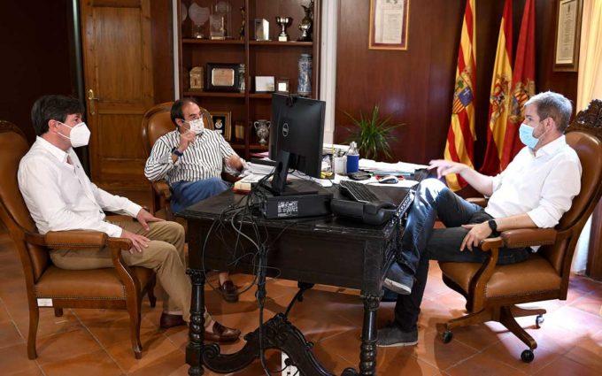 Ignacio Urquizu recibe en Alcañiz a los presidentes de la FADA y de la FARAM