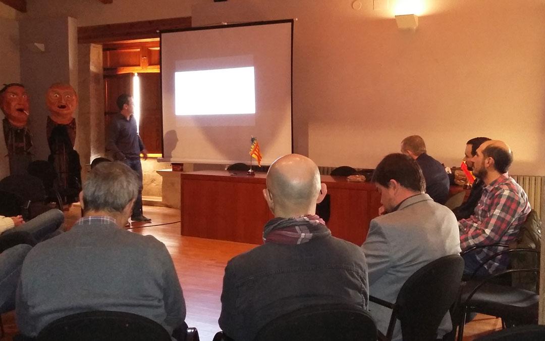 Reunión para conocer el proyecto que tuvo lugar a finales de 2019 en el Forcall a la que asistieron los directores generales de Ordenación del Territorio, el ejulvino Chema Salvador; y el de Medio Natural y Gestión Forestal, Diego Bayona