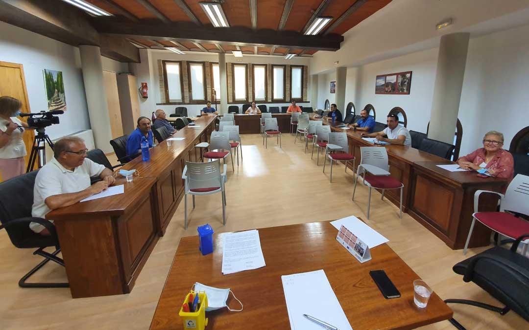 Reunión de los nueve alcaldes de la comarca de Andorra Sierra de Arcos para trasladar sus inquietudes sobre la seguridad en el medio rural