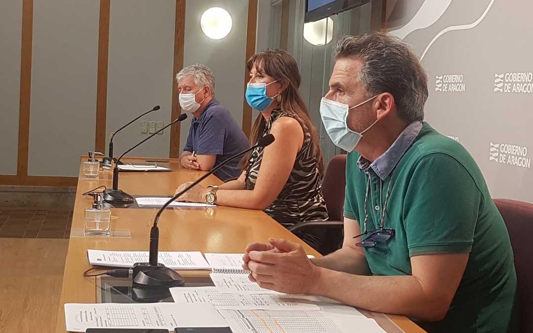 Javier Marión, gerente del Salud; Sira Repollés,consejera de Sanidad; y Francis Falo, director de Salud Pública; este jueves en rueda de prensa /DGA