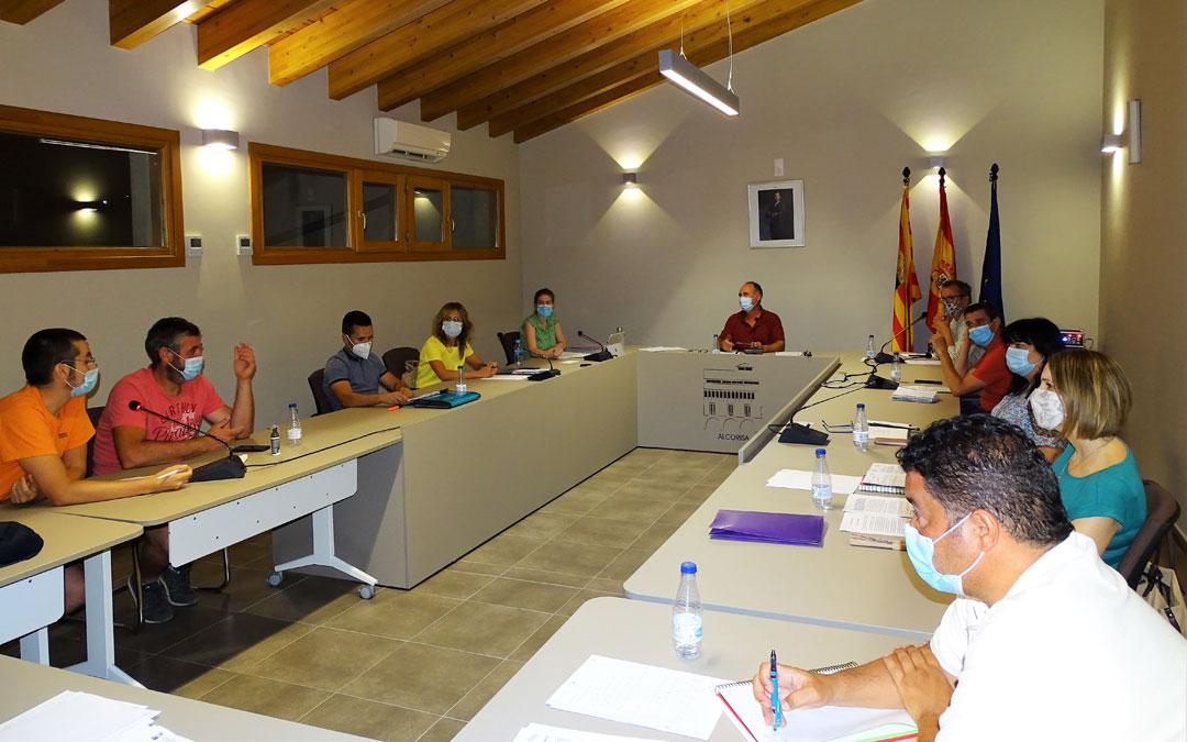 Imagen de un pleno en el Ayuntamiento de Alcorisa.