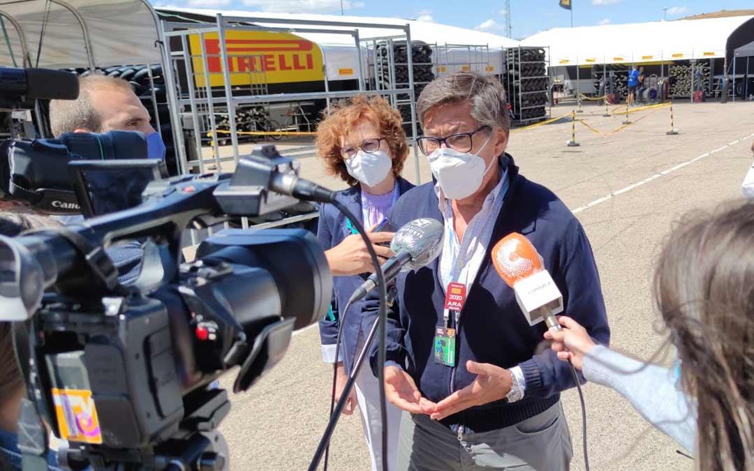 Arturo Aliaga, atiende a los medios este domingo en Motorland./A.G.