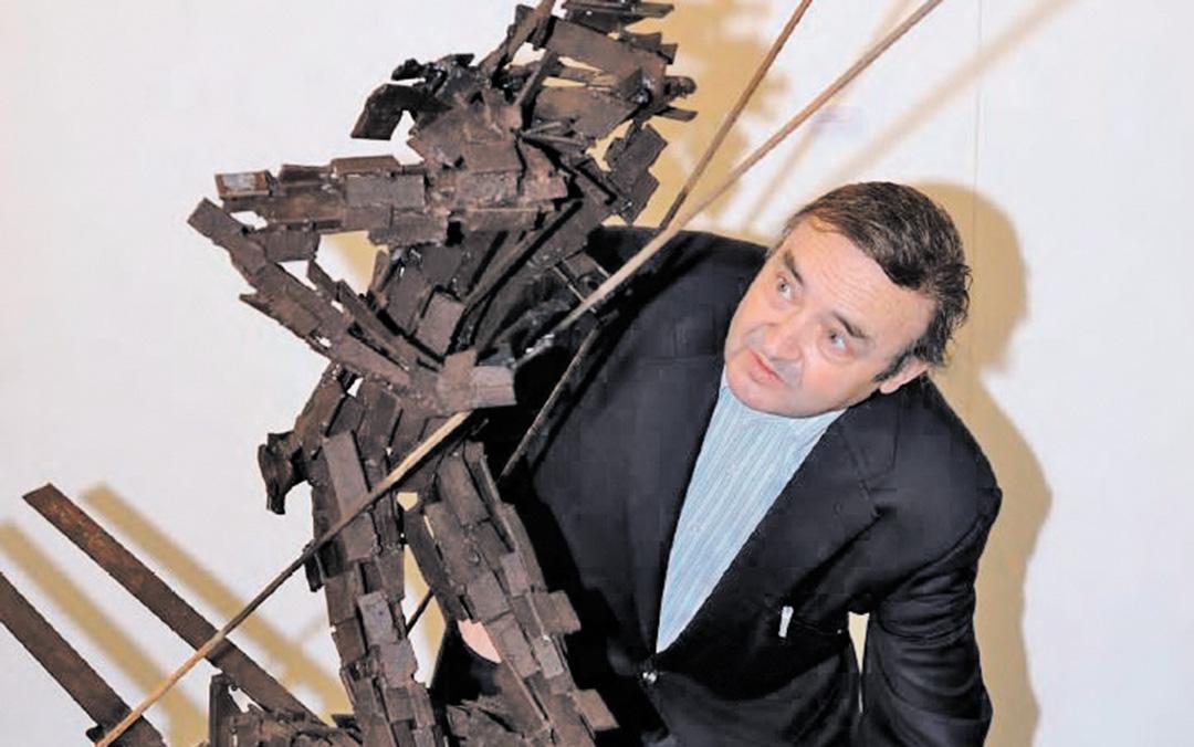 El escultor Ángel Orensanz, que ha expuesto sus obras en numerosos países de todo el mundo./ Libro 'Ángel Orensanz: un artista global en la esfera pública'
