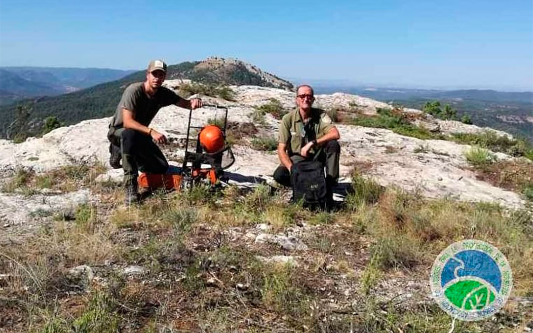 Los Agentes de Protección de la Naturaleza acondicionan una helisuperficie en la Caixa./ AAPN