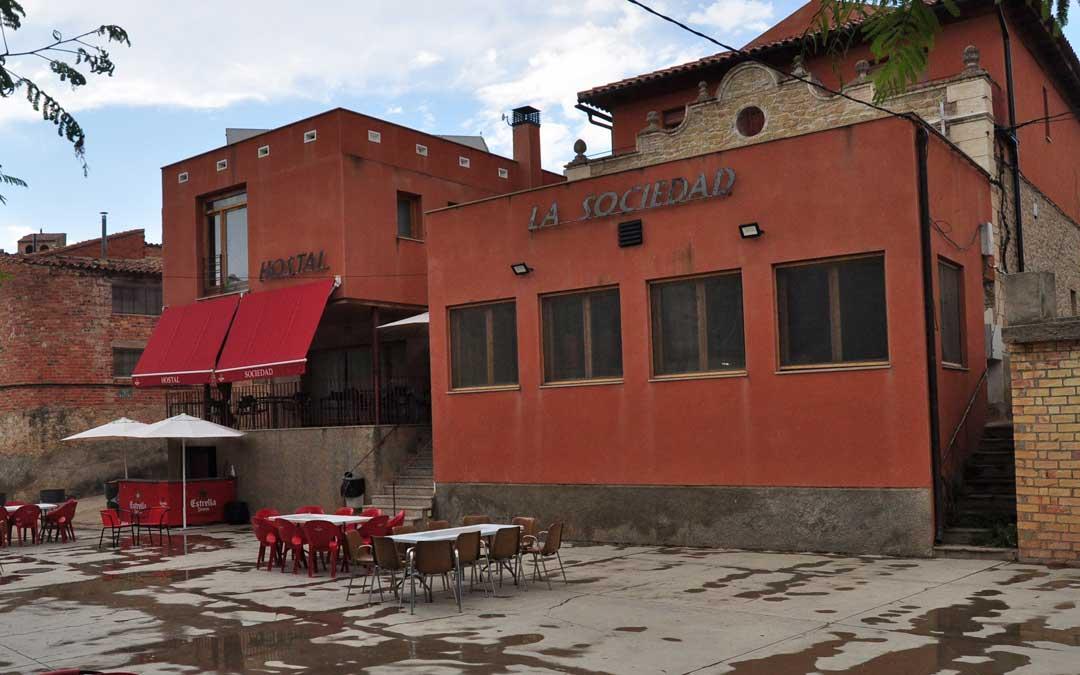El complejo alberga bar, restaurante y 7 habitaciones.