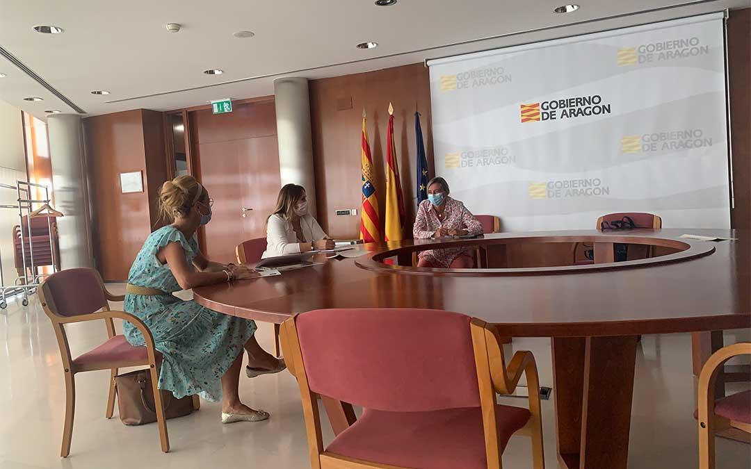 La Asociación de Imagen Personal de Teruel se reúne con la directora General de Comercio, Ferias y Artesanía, Eva Fortea./ Asociación de Imagen Personal de Teruel